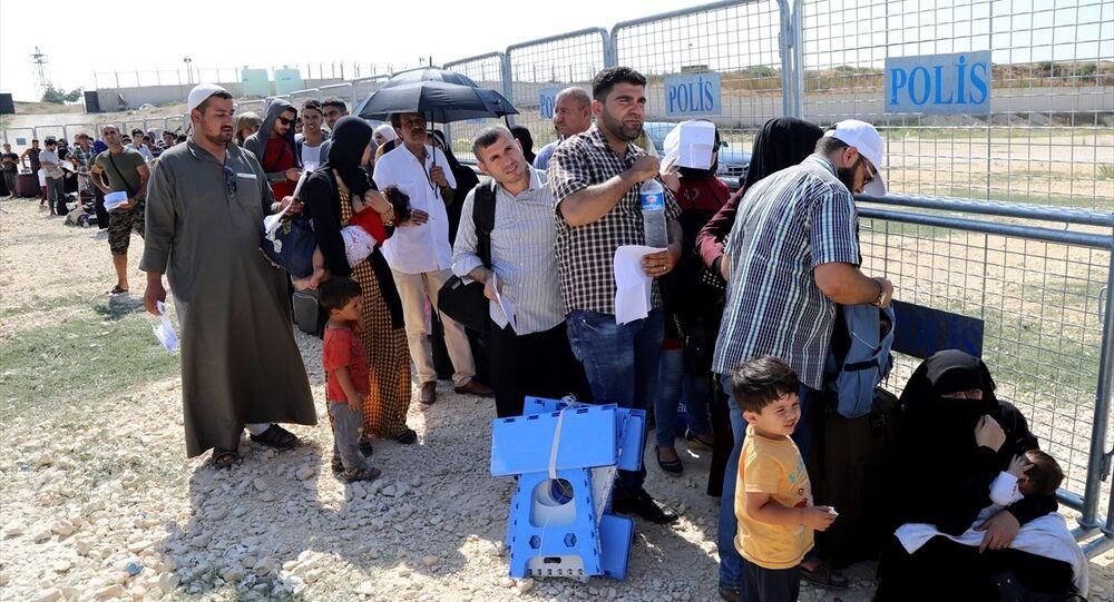 Suriyeliler bayram için ülkelerine gitmeye başladı