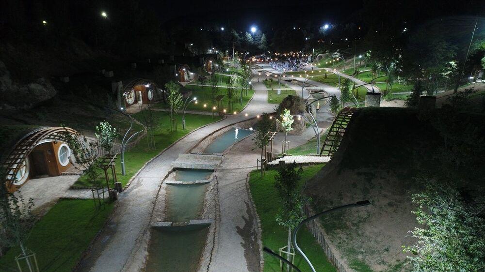 Sivas Belediyesi'nce inşa ettirilen ve 'Hobbit evleri'