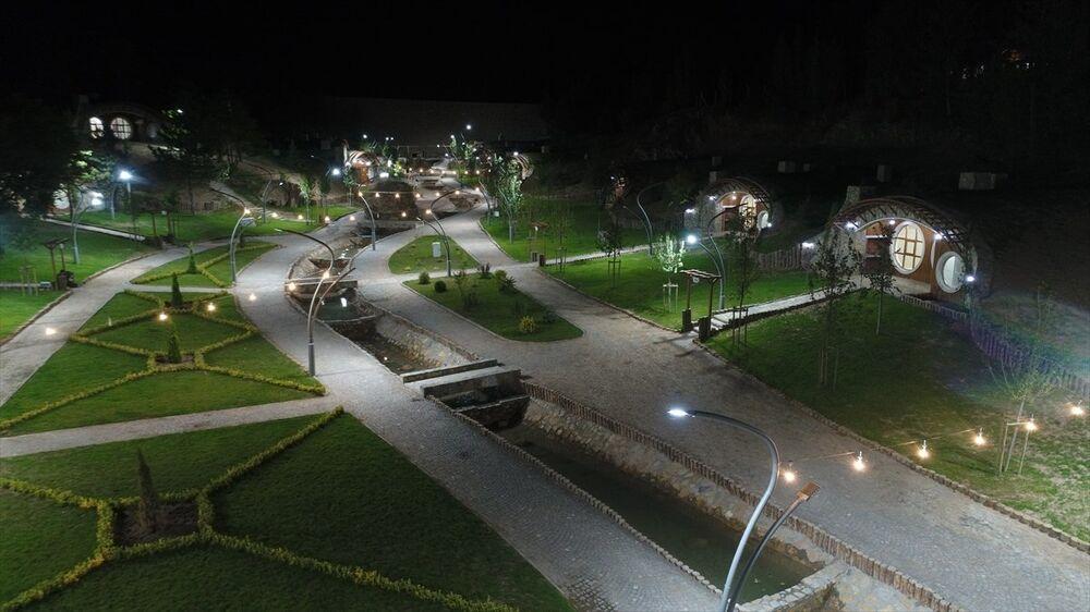 Sivas Belediyesi'nce inşa ettirilen 'Hobbit evleri'