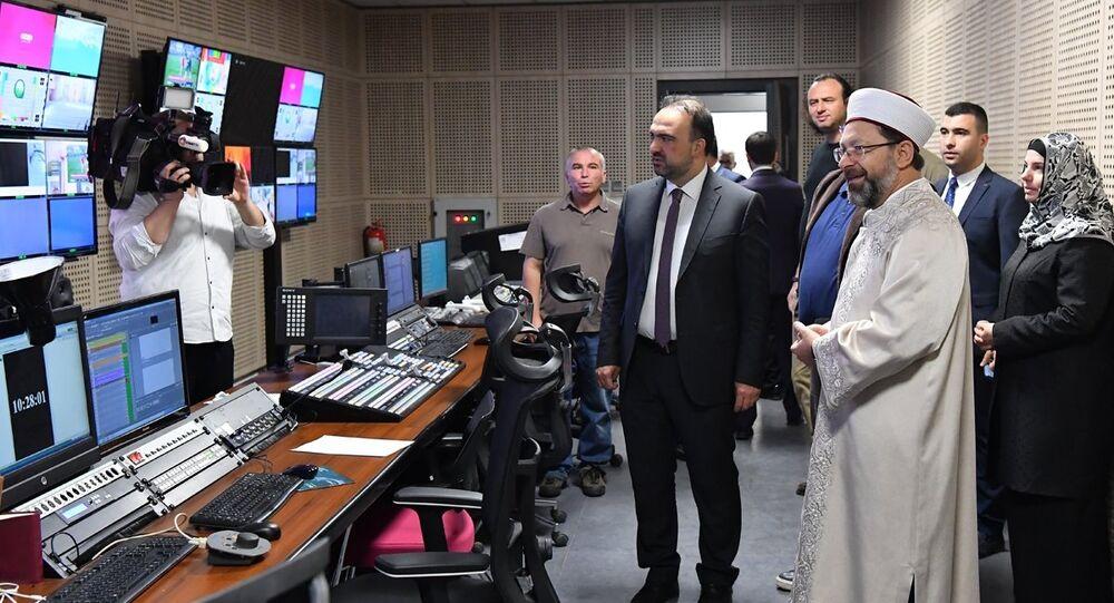 Diyanet İşleri Başkanı Ali Erbaş, Diyanet TV'yi ziyaret ederek, çalışmalar hakkında bilgi aldı. Erbaş, burada TRT Diyanet kanalının Diyanet TV olarak yayın yapacağını söyledi.