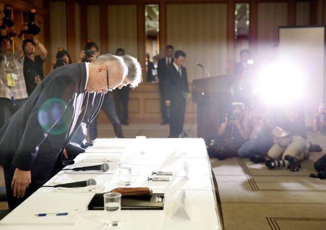 Tokyo Tıp Üniversitesi Genel Müdürü Tetsuo Yukioka ve Başkan Yardımcısı Keisuke Miyazawa basın toplantısı düzenledi