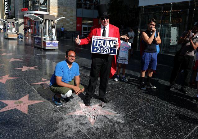 Donad Trump'ın Şöhretler Bulvarı'nda yer alan zarar verilmiş haldeki yıldızı