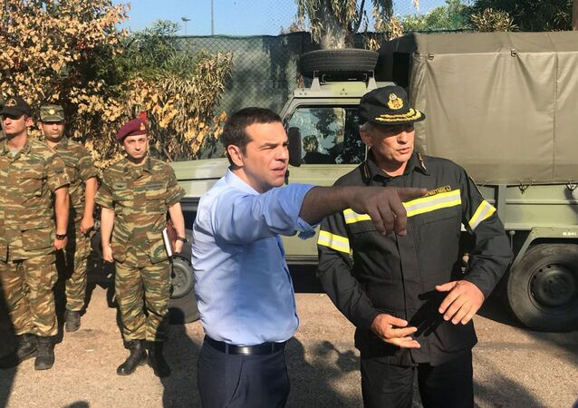 Yunanistan Başbakanı Aleksis Çipras, Mati köyünde incelemeler yaparken
