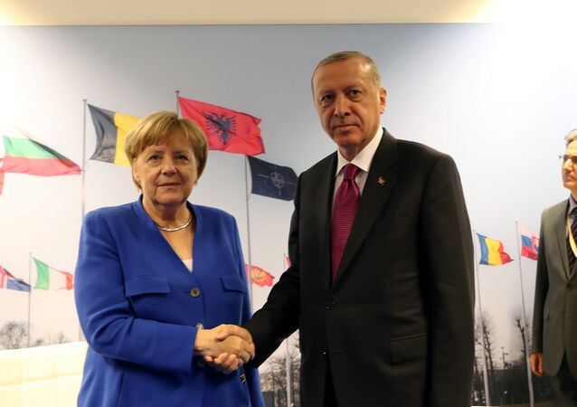 Temmuz 2018 NATO liderler zirvesinde Merkel-Erdoğan görüşmesi