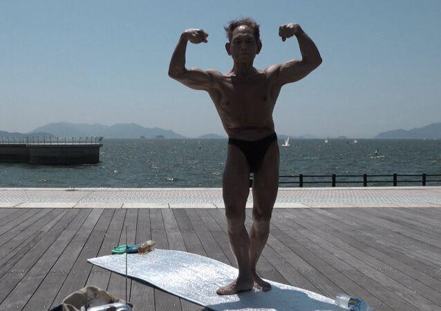 82 yaşındaki Japon vücut geliştiricisi yıllara meydan okuyor