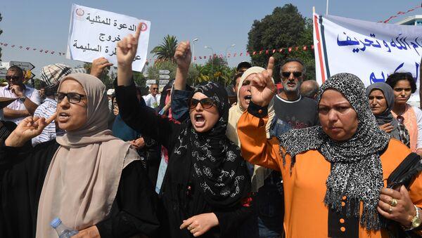 Tunus'ta mirasta kadın erkek eşitliği tasarısını İslamcı kadınlar da protesto etti. - Sputnik Türkiye