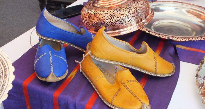 Gaziantep çadırında sergilenen ayakkabı.