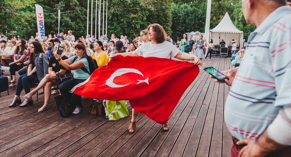 Türkiye Festivali ziyaretçisi.