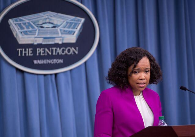 Personeli kişisel işleri için kullanan Pentagon sözcüsü Dana White