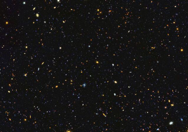 Hubble, 15 bin galaksiyi içeren uzak uzay panaromasını görüntüledi