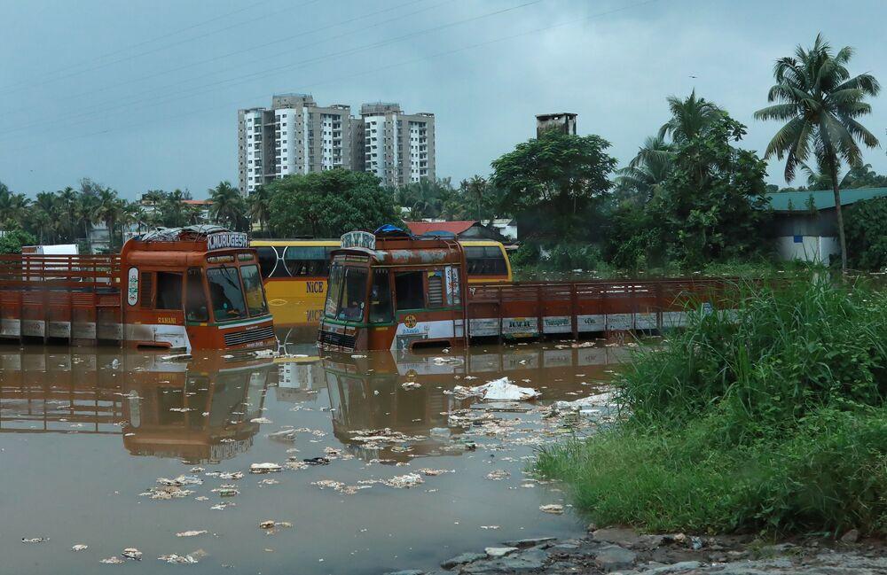 Kerala Eyaleti Başbakanı Pinarayi Vijayan faciada 160'tan fazla kişinin öldüğünü doğruladı. Son 36 saatte yaklaşık 100 kişinin hayatını kaybettiğini açıklayan Vijayan, 200.000'den fazla kişinin hükümetin kurduğu 1200'den fazla kampa sığındığını söyledi.