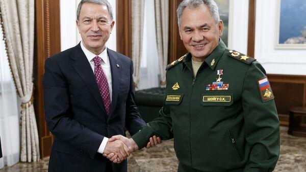 Milli Savunma Bakanı Hulusi Akar ve Rusya Savunma Bakanı Sergey Şoygu - Sputnik Türkiye