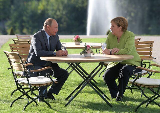 3 saat süren Putin-Merkel görüşmesi sona erdi
