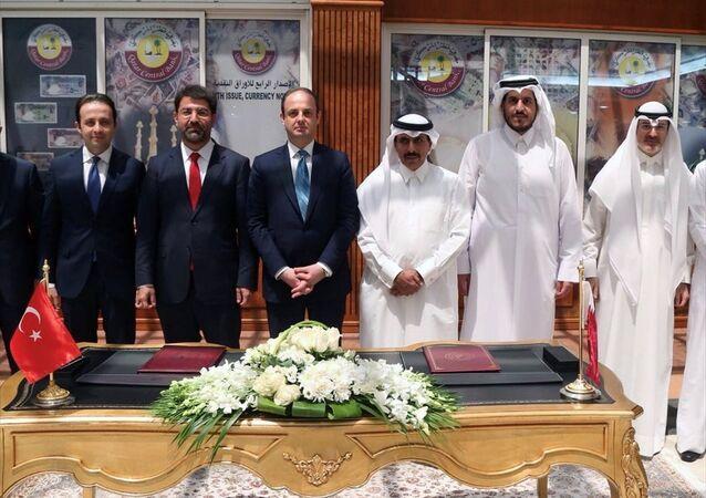 Türkiye Cumhuriyet Merkez Bankası ile Katar Merkez Bankası arasında Doha'da düzenlenen törenle ikili Para Takası (Swap) Anlaşması imzalandı.