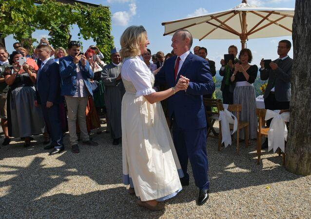 Avusturya Dışişleri Bakanı Karin Kneissl'ın düğününe katılan Putin