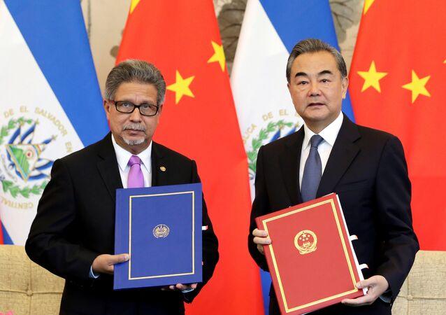 Çin Dışişleri Bakanı Wang Yi ve El Salvador Dışişleri Bakanı Carlos Castaneda