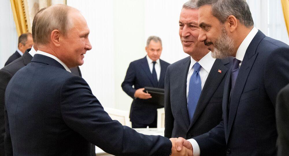 Rusya Devlet Başkanı Vladimir Putin, Kremlin'de Dışişleri Bakanı Mevlüt Çavuşoğlu, Savunma Bakanı Hulusi Akar ve Milli İstihbarat Teşkilatı (MİT) Müsteşarı Hakan Fidan'ı ağırladı. (24.08.2018)