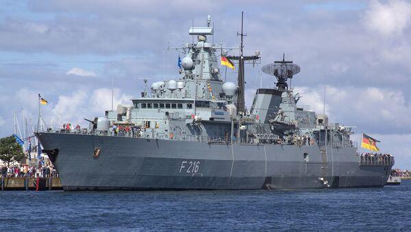 Almanya donanması Schleswig-Holstein (F 216) firkateyni - Sputnik Türkiye