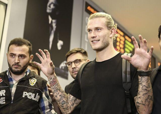 Beşiktaş'ın Premier Lig takımlarından Liverpool'dan kiraladığı kaleci Loris Karius, İstanbul'a geldi.