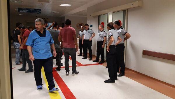 Siirt'te düğünde ateşlenen silahlardan dolayı kopan yüksek gerilim kabloları kalabalığın üzerine düştü; 2'si ağır, 6 kişi yaralandı. - Sputnik Türkiye