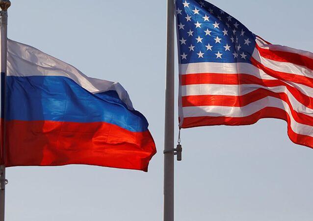 ABD-Rusya bayrakları