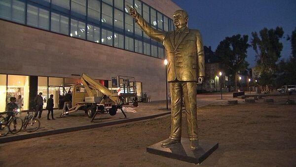 Wiesbaden Bienali sunar: 4 metrelik Erdoğan heykeli - Sputnik Türkiye
