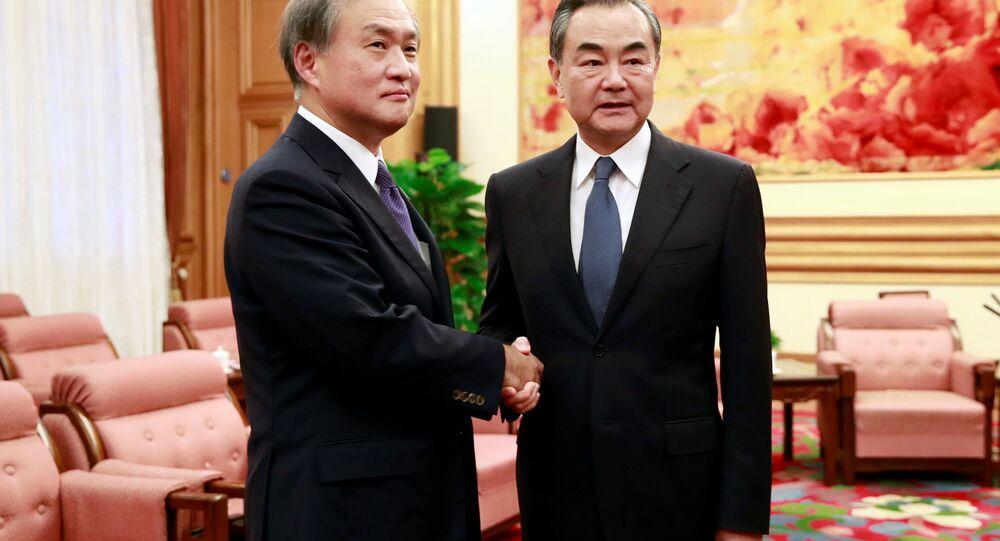 Çin Dışişleri Bakanı Wang Yi- Japonya Dışişleri Bakanı Yardımcısı Takeo Akiba