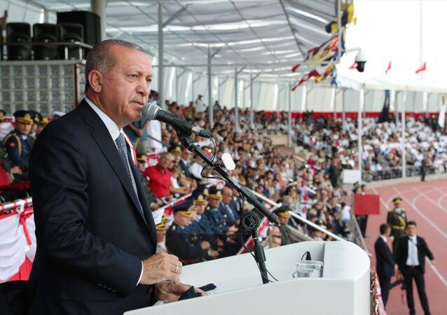 Cumhurbaşkanı Recep Tayyip Erdoğan, 30 Ağustos Zafer Bayramı dolayısıyla Kara Harp Okulunda Milli Savunma Üniversitesi Harp Okulları Mezuniyet Töreni'ne katılarak konuştu.