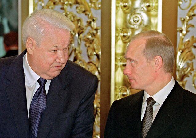 Rusya'nın ilk Devlet Başkanı Boris Yeltsin ve Rusya Devlet Başkanı Vladimir Putin
