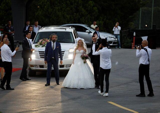 CHP Genel Başkanı Kemal Kılıçdaroğlu'nun oğlu Kerem Kılıçdaroğlu, İncek'te gerçekleştirilen törende Mine Alşan ile evlendi.