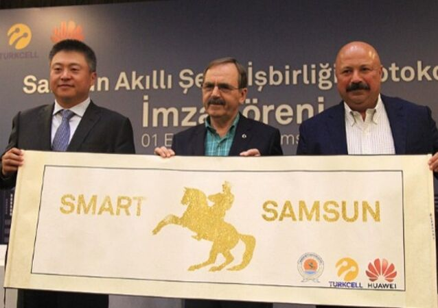 Huawei Türkiye Genel Müdürü Li Shen, Turkcell Genel Müdürü Kaan Terzioğlu ile Samsun Büyükşehir Belediye Başkanı Zihni Şahin, işbirliği protokolünü imzaladı.