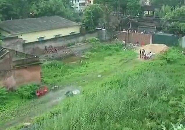 Hindistan'da bir inşaatın temel kazısında 14 bebek cesedi bulundu