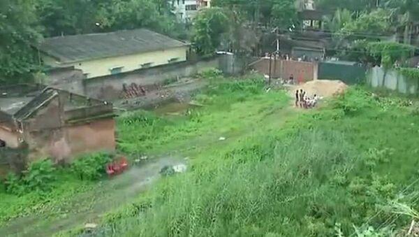 Hindistan'da bir inşaatın temel kazısında 14 bebek cesedi bulundu - Sputnik Türkiye