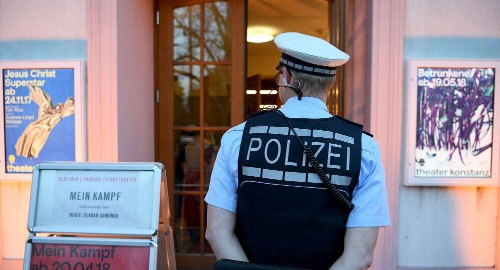 Nazi selamı veren iki Alman polis açığa alındı