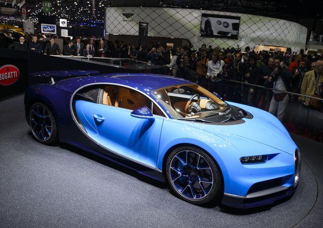 Bugatti Chiron isimli arabanın birebir kopyası Lego kullanılarak inşa edildi