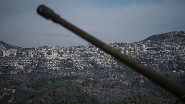 İdlib'de Suriye ordusuna ait bir top - Sputnik Türkiye