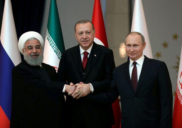 Rusya Devlet Başkanı Vladimir Putin, Türkiye Cumhurbaşkanı Recep Tayyip Erdoğan ve İran Cumhurbaşkanı Hasan Ruhani