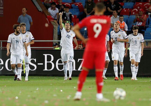 Rus Milli Futbol Takımı'nın oyuncusu Denis Çerişev ilk golü atan isim oldu