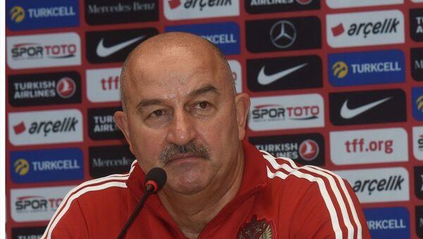 UEFA Uluslar Ligi B Grubu ilk maçında A Milli Futbol Takımı ile karşılaşan Rusya'nın teknik direktörü Stanislav Çerçesov - Sputnik Türkiye