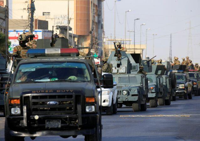 Basra sokaklarında Irak ordusunun acil müdahale güçleri ve Haşdi Şabi devriye geziyor.
