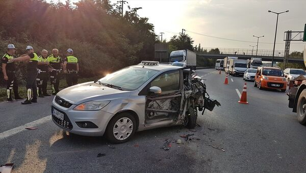 Sakarya'da, Anadolu Otoyolu Sapanca mevkisinde tırın polis aracına çarpması sonucu 2 polis memuru yaralandı. - Sputnik Türkiye