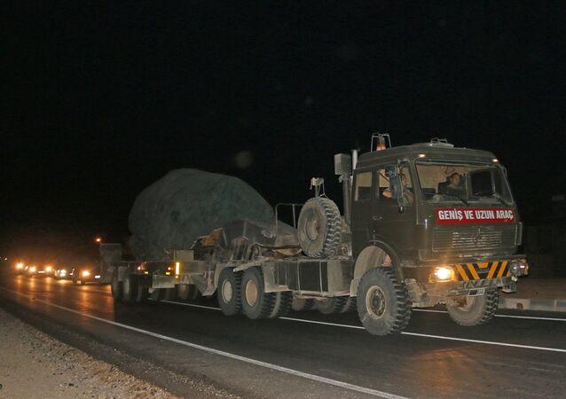 Suriye sınırındaki birliklere takviye olarak gönderilen askeri araçlar Hatay'a ulaştı.