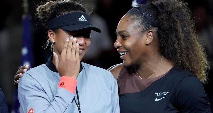 ABD Açık'ın tek kadınlar finalinde şampiyon olan Naomi Osaka rakibi Amerikalı Serena Williams ile birlikte