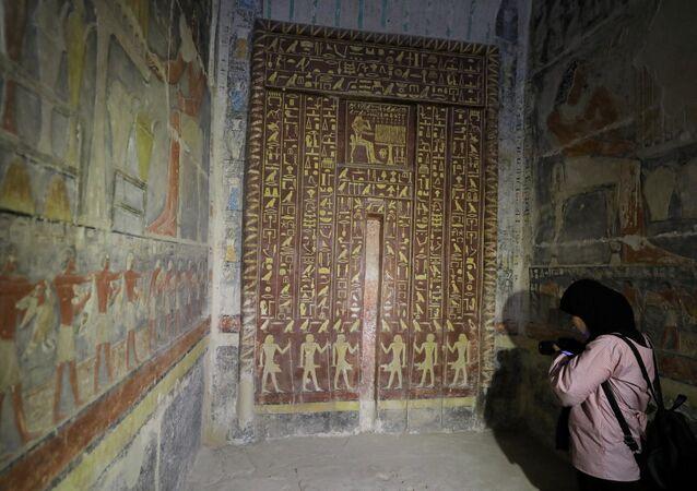 Vezir Mehu'nun anıt mezarı