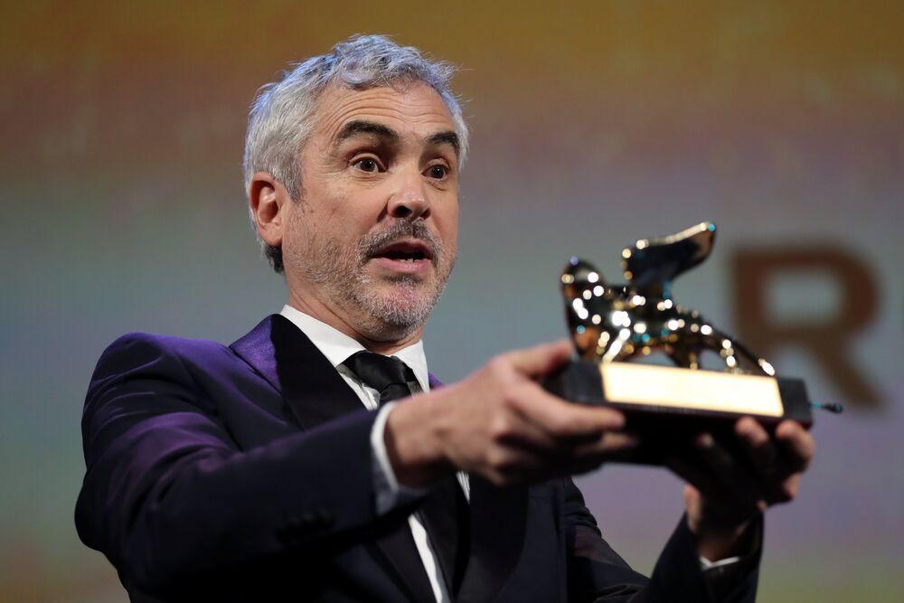 Oscar ödüllü Meksikalı yönetmen Alfonso Cuaron'un yönettiği dram filmi 'Roma', 75. Venedik Film Festivali'nin büyük ödülü Altın Aslan'a layık görüldü. ABD merkezli film-dizi yapımcılığı ve dağıtımı alanında iştigal eden Netflix'in desteği ile çekilen siyah beyaz film yönetmenin Meksika'daki çocukluğunu anlatıyor.