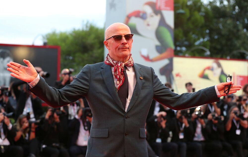 Törende 'Gümüş Aslan En İyi Yönetmen Ödülü' ise komedi-Western türündeki filmi 'The Sisters Brothers' ile Fransız yönetmen Jacques Audiard'a verildi. Filmde Joaquin Phoenix ve John C Reilly gibi ünlü oyuncular yer alıyor.
