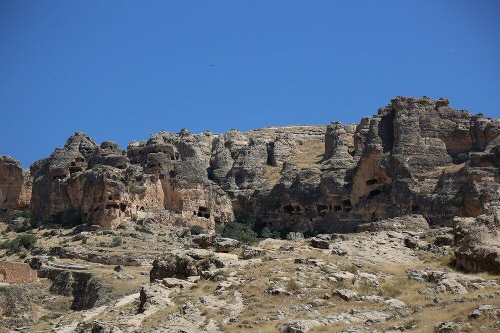 Gizemli yapısı ile tarihi fısıldayan 7 katlı dubleks mağaralar: Hasuni