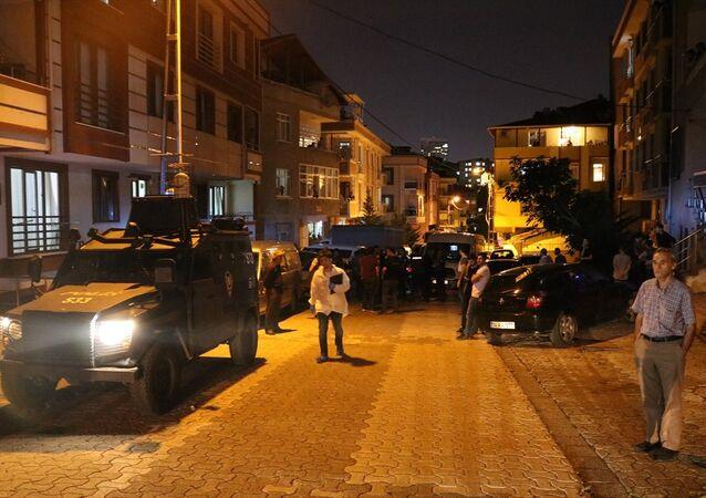 Ataşehir'de poşet içerisinde patlayıcı özelliğini kaybetmiş 2 adet el bombası bulundu.