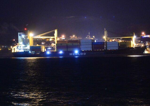 Çanakkale Boğazı'ndan geçen Türk bayraklı Med Denizli konteyner gemisinde, makine arızası meydana geldi.