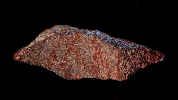 İnsan eliyle yapıldığı açıklanan en eski çizim Güney Afrika'daki Blombos Mağarası'nda keşfedildi - Sputnik Türkiye